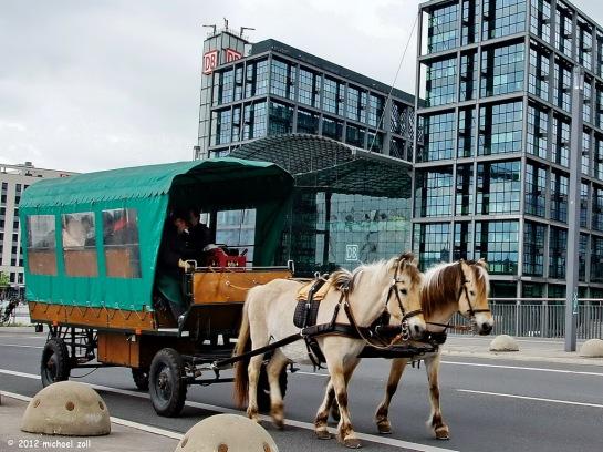 Auch Pferd und Wagen hatten sich bereits 1929 in Berlin bewährt, nachzulesen in: Alfred Döblin Berlin Alexanderplatz Die Geschichte vom Franz Biberkopf 1929
