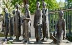 """Skulptur """"Jüdische Opfer des Faschismus"""" von Will Lammert"""
